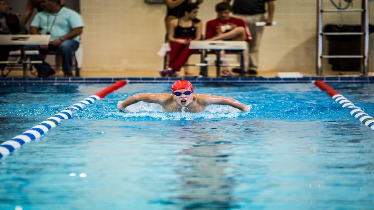 Înotul este benefic pentru bolile articulare