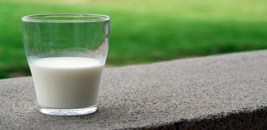 lapte in pahar