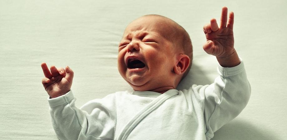 colici si plansul la bebelusi