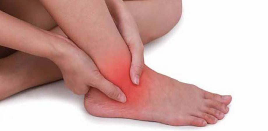 umflături și durere la un picior și gleznă