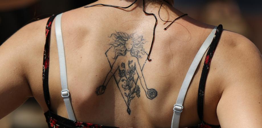 indepartare tatuaje