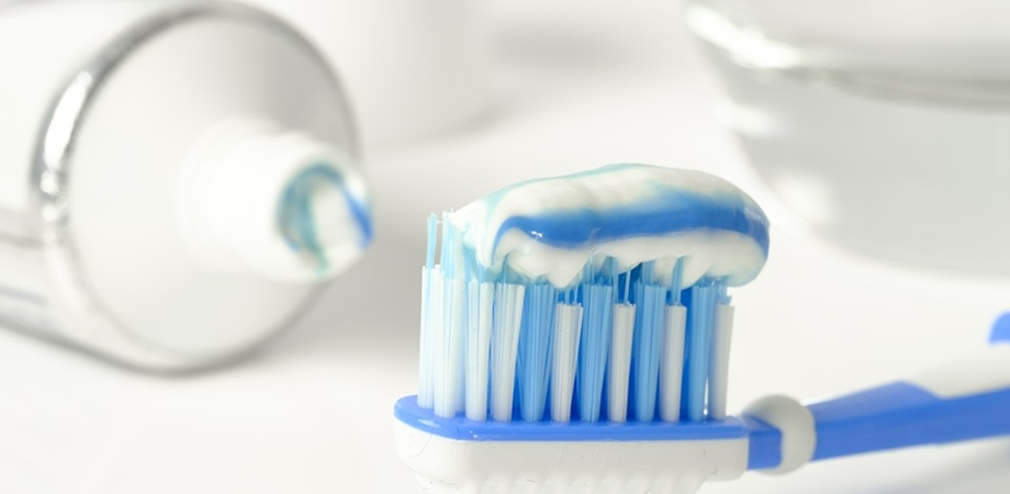 intretinerea implantului dentar