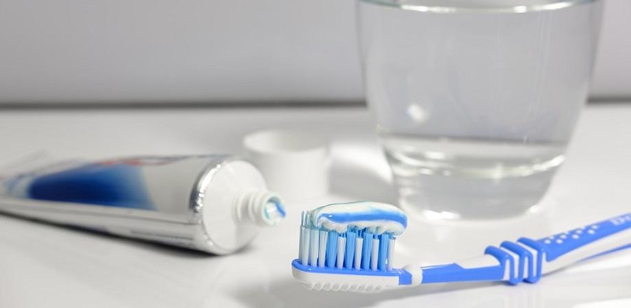Pasta de dinti cu fluor este sau nu sanatoasa?