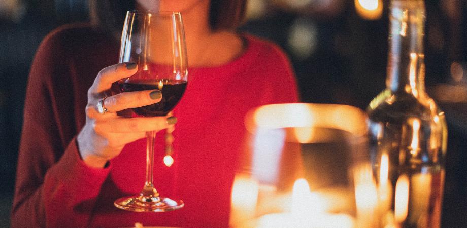 vinul rosu ce contine