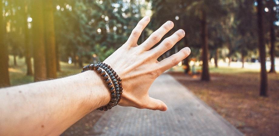 Care pot fi cauzele durerilor de brate?