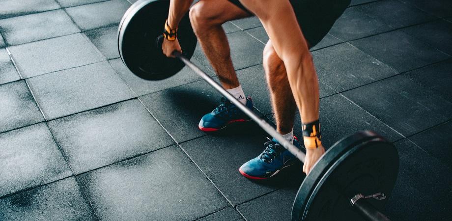 Cum se efectueaza antrenamentul cu greutati?