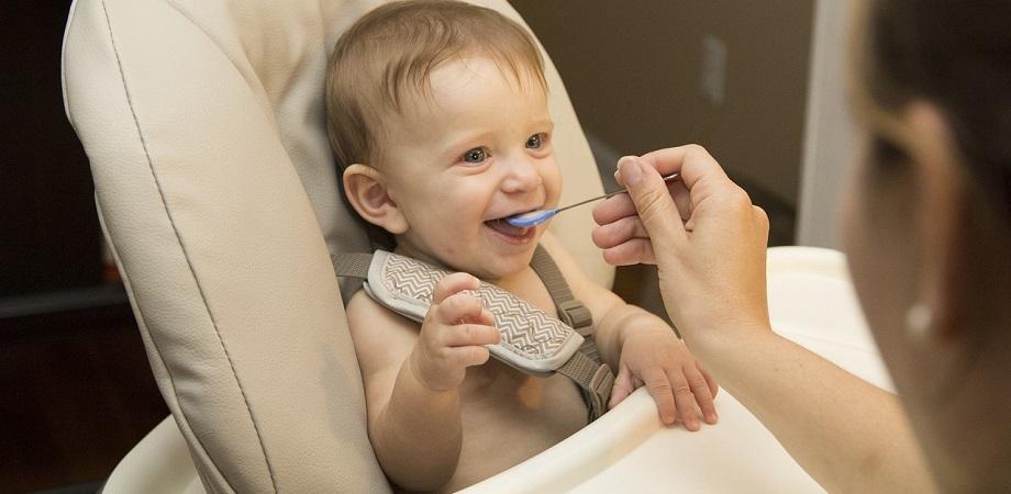 Sfaturi pentru a preveni refluxul gastroesofagian la copil