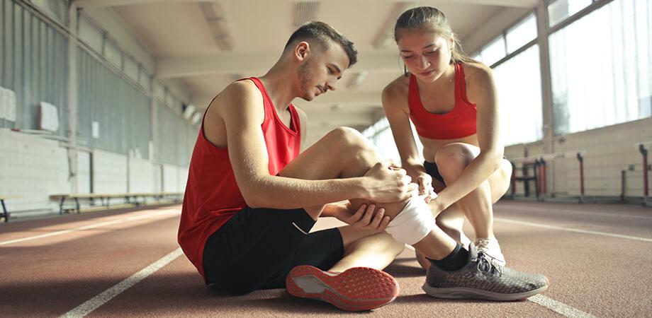 Intindere musculara picior