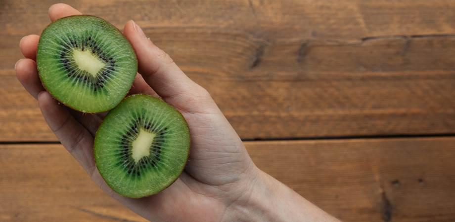 ce contin fructele de kiwi