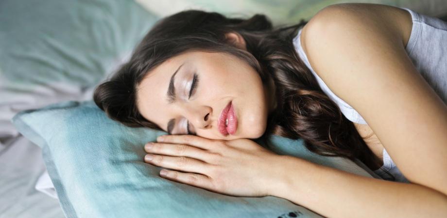 cauzele vorbitului in somn